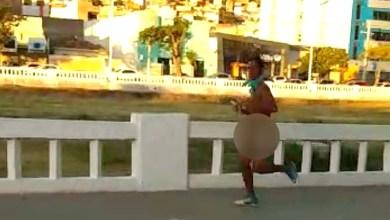 Photo of Chapada: Populares flagram homem correndo nu pelas ruas da cidade de Jacobina