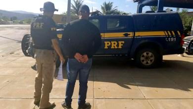 Photo of Chapada: Motorista profissional com mandado de prisão em aberto é detido pela PRF em Seabra