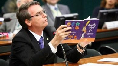 """Photo of #Polêmica: """"Tem muita coisa escrita"""", diz o presidente Jair Bolsonaro sobre livros didáticos"""