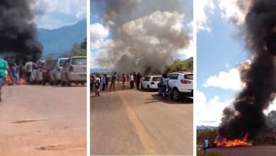 Photo of Chapada: Protesto por obras de recuperação da BA-148 fecha trecho da via; manifestantes cobram ação de Rui e Otto