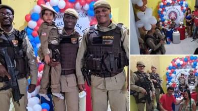 Photo of #Bahia: Policiais militares participam de festa de criança que sonha em ser PM em Feira de Santana