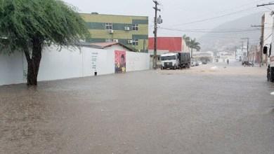 Photo of Chapada: Chuvas intensas provocam alagamento em ruas do município de Jacobina; veja vídeo