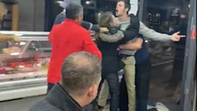 Photo of #Mundo: Depois de se manter indiferente durante briga em lanchonete, homem vira meme nas redes sociais
