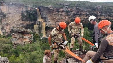 Photo of Chapada: Militares da Cipe-Semiárido recebem instrução de rapel na cachoeira do Ferro Doido em Morro do Chapéu