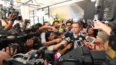 "Photo of ""Deixa quem entende do mundo do crime falando"", frisa Rui Costa ao rebater Moro e Flávio Bolsonaro sobre morte de miliciano"