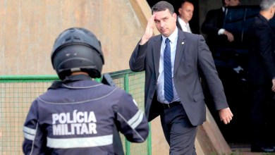 Photo of #Brasil: Flávio Bolsonaro deve depor nesta segunda sobre acusação de vazamento de operação da PF