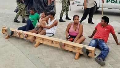 Photo of #Mundo: Colômbia usa medidas severas para quem burlar a quarentena e prende pessoas pelo pé em praça
