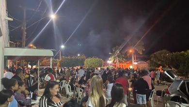 Photo of #Vídeo: Jussiape tem aglomeração em praça durante festa e polícia fecha bares; prefeito nega patrocínio de seu grupo político