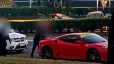 """Photo of #Vídeo: Polícia impede mais uma 'carteirada', desta vez de motorista de Ferrari; """"Não quero saber quem você é"""""""