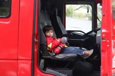 João super a vontade no carro do Corpo de Bombeiros da capital | FOTO: Divulgação/CBMBA |