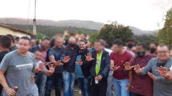 O prefeito Haroldo com apoiadores durante aglomeração em ato político   FOTO: Reprodução  