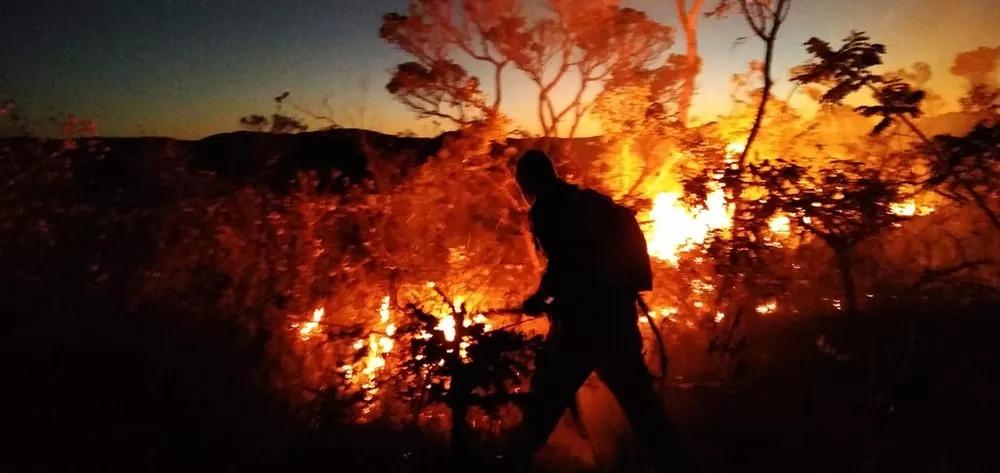 Incêndio florestal  é controlado por brigadistas em  Rio de Contas, área destruída é de aproximadamente 118 hectares