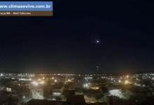 Photo of #Vídeo: 'Bola de fogo' cruza o céu e imagens são capturadas em cidades do Nordeste; meteoro se desintegrou na atmosfera