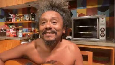 "Photo of #Vídeo: Cantor Chico César lança marchinha sobre a vacina contra a covid e chama Bolsonaro de ""pamonha"""