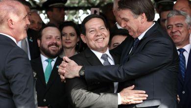 """Photo of #Vídeo: Bolsonaro critica o vice Mourão, o compara com cunhado indesejado e diz que ele """"por vezes atrapalha"""""""