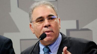 """Photo of #Polêmica: """"Quem fala o que quer, ouve o que não quer"""", diz o ministro da Saúde sobre gesto obsceno em vídeo"""