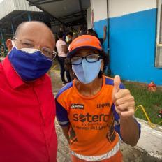 Primeiro dia de vacinação para trabalhadores de limpeza urbana em Salvador - FOTO Divulgação 5