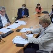 O prefeito Marcos Paulo representou 270 municípios durante evento com o governador   FOTO: Divulgação  