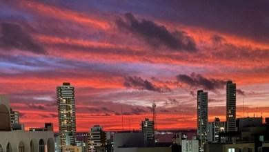 Photo of #Salvador: Luz do sol nas nuvens mais altas, com cristais de gelo, causa efeito colorido no céu da capital