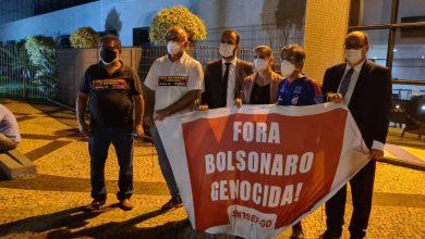 """Photo of #Brasil: Professor preso por adesivo 'Bolsonaro genocida' diz que nunca tinha sido algemado na vida; """"Foi uma humilhação"""""""