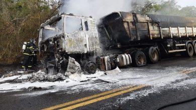 Photo of #Chapada: Incêndio em carreta com carga de farelo de trigo é debelado por bombeiros de Lençóis