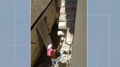 Photo of #Bahia: Mulher de 61 anos está há quase um ano 'presa' dentro de casa após vizinho demolir escada de acesso ao imóvel