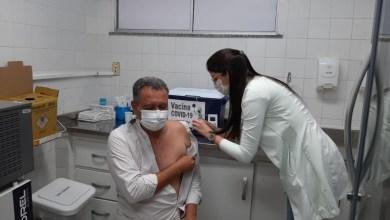 """Photo of #Bahia: Governador Rui Costa recebe segunda dose de vacina contra a covid-19; """"Tem que ser com vacina no braço para nossa vida seguir"""""""