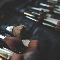 Acne Adulta x Acne Cosmética: maquiagem pode dar espinha