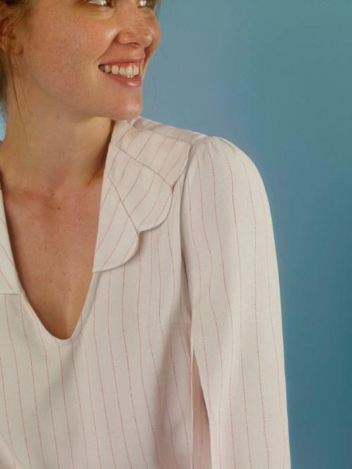 camisa branca listrada fresca, decote v
