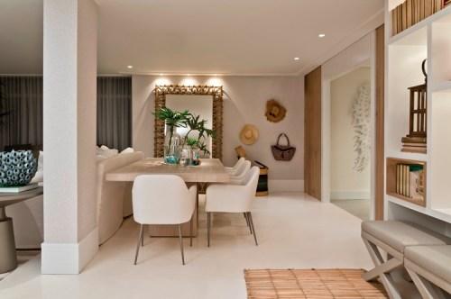 poltrona branca, decoração madeira, palha, sala de jantar