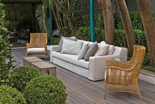 poltrona fibra natural, sofá cinza com almofadas, ambiente externo, jardim, decoração
