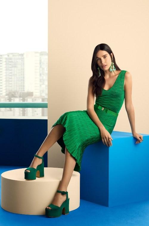 vestido regata body conjunto verde e salto alto grosso verde mais brinco longo verde maxi jacquard tricô gig cea ellen milgrau regata, vestido midi