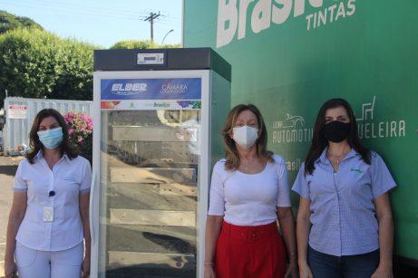 À esquerda, Esther Langui e Denise Minelli do Hospital Carlos Fernando Malzoni e Mirela Jabur, gerente de marketing da Brasilux.