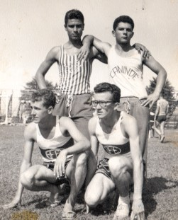Polezze ainda arrumava tempo para o atletismo: Luiz Carlos Muniz, Geraldo Polezze, José Edmilson Scamilla e Uriel Pedroso, atletas da Ferroviária