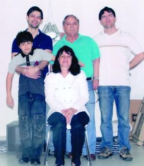 Geraldo Polezze com esposa Marilene, os filhos (Marco e Rogério) e o neto Luigi (em 2011)