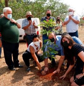 foto08 Plantio de árvores e homenagens simbólicas no Parque do Botânico marcam início da Primavera 21set21 Tetê Viviani