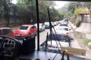 Obras do DNIT provocam série de atrasos e perdas de viagens nos ônibus em Petrópolis