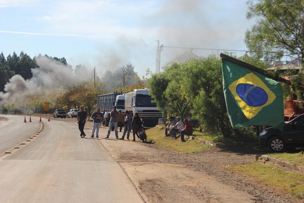 Caminhoneiros pinhãoenses aderem ao protesto