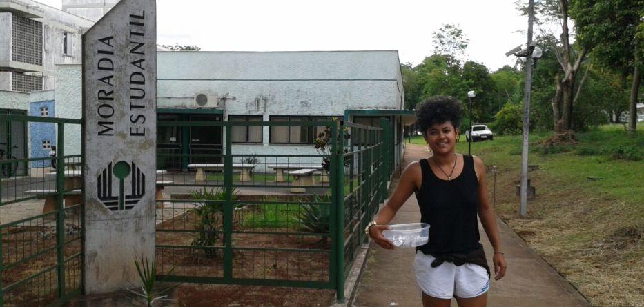 Estudantes ocupam UEL por Aninha da Bala