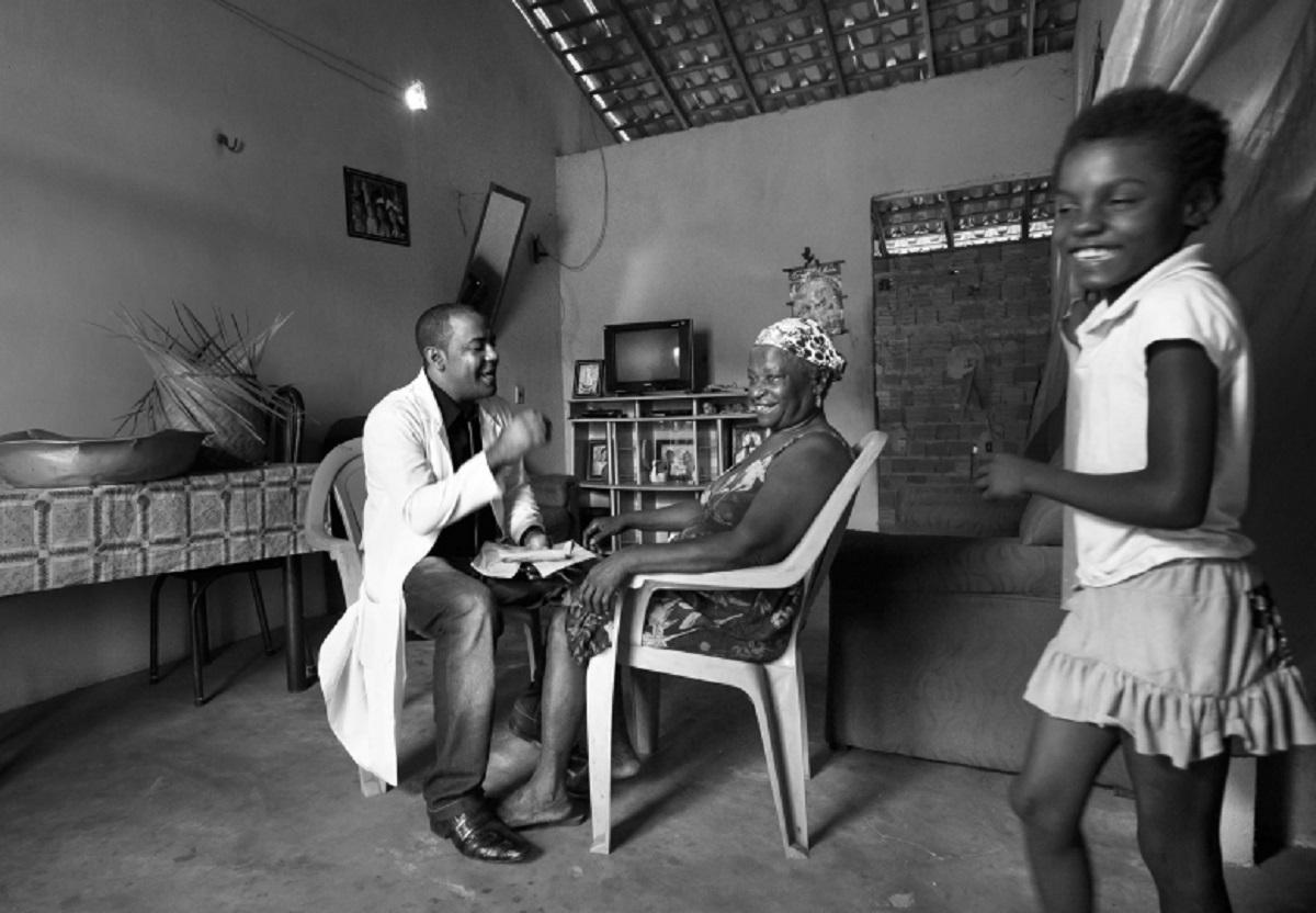 Após percorrer 38 cidades em um ano, fotógrafo lança livro sobre o Mais Médicos: 'é um manifesto humanista', diz