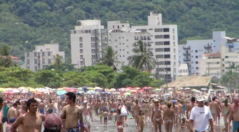 Após fim de semana com praias lotadas, Brasil tem 126,9 mil mortes por Covid-19