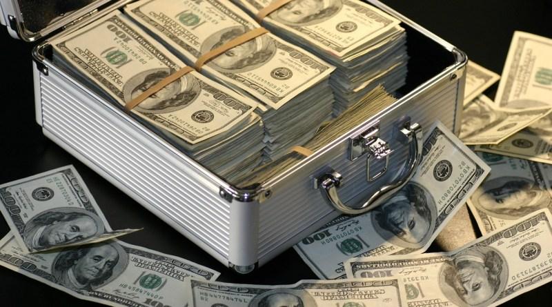 Dólar tem alta 5 meses seguidas
