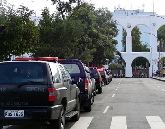 Vários carros do Choque já aguardavam os manifestantes chegarem a Lapa