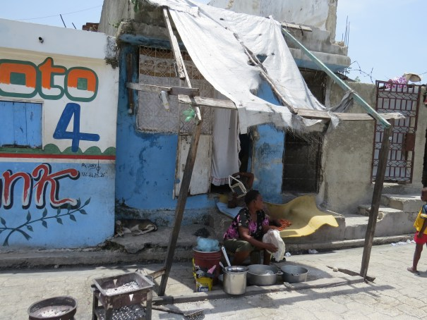 A capital haitiana concentra quase metade dos habitantes do país. No espaço urbano, a pobreza atinge a maioria da população. Porto Príncipe, Haiti. Foto: Miriane Peregrino.