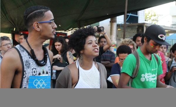 Passeata contou com intervenção artística do Teatro do Oprimido. l Foto: José Henrique