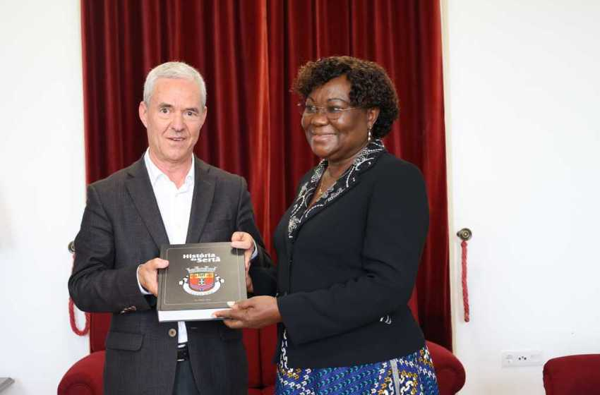 Sertã: Antiga Primeira-Ministra de São Tomé e Príncipe visitou concelho