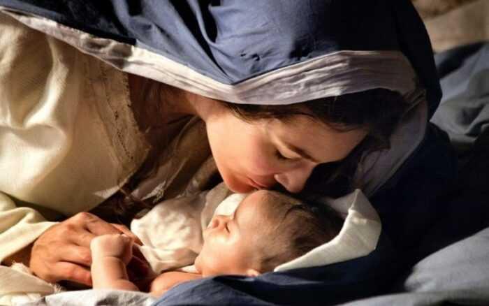 Maria facilita o nosso caminho para Jesus