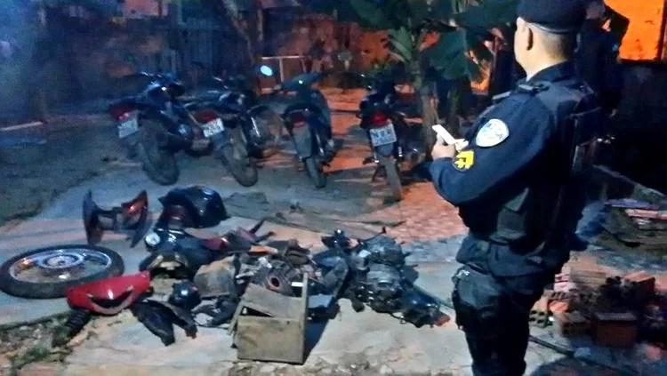 Polícia descobre esconderijo de várias motocicletas roubadas