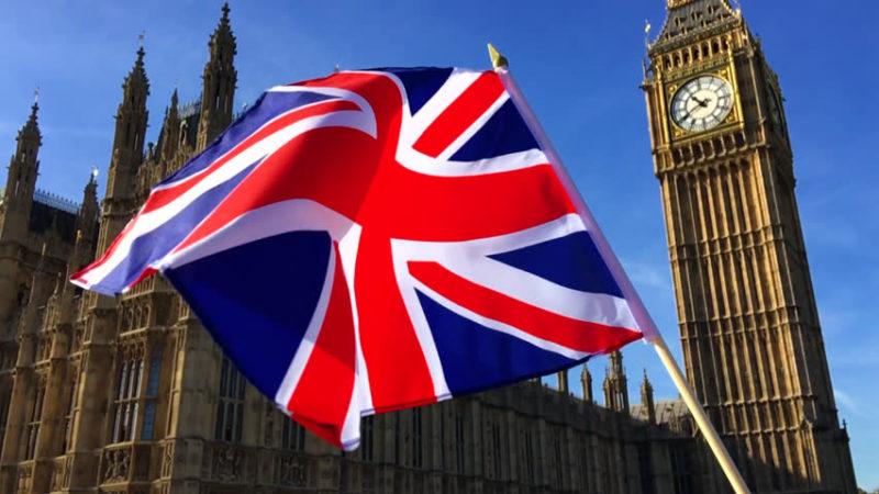 Reino Unido encerra escolas pelo menos até fevereiro e cancela exames
