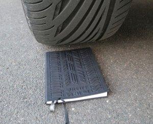 Notizbuch mit Reifenprofil
